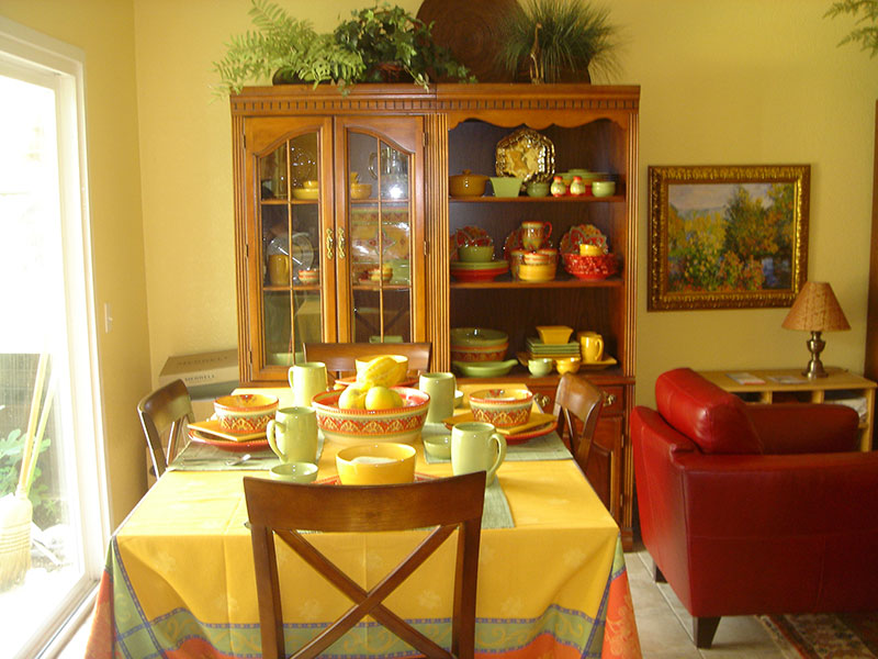 Traditional setting highlighted with citrus colors